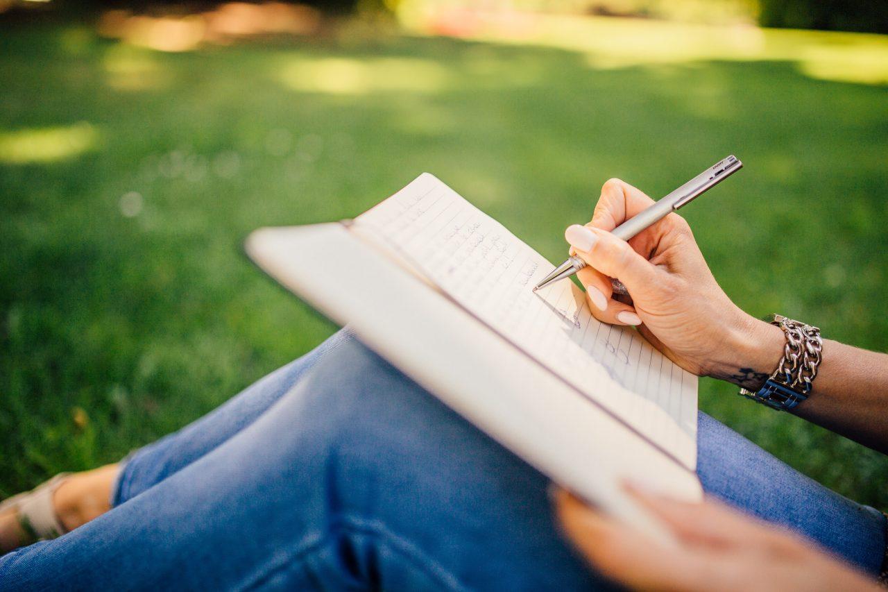 podnikateľská idea, papier, písať na papier, biznis