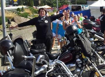 motorka, žena na motorke, chopper