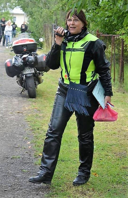 motorka, žena na motorke, chopper, žena po 50