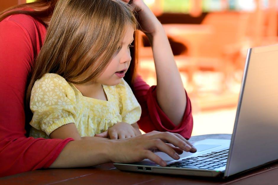 deti a technológie, sociálne médiá, deti a počítače,