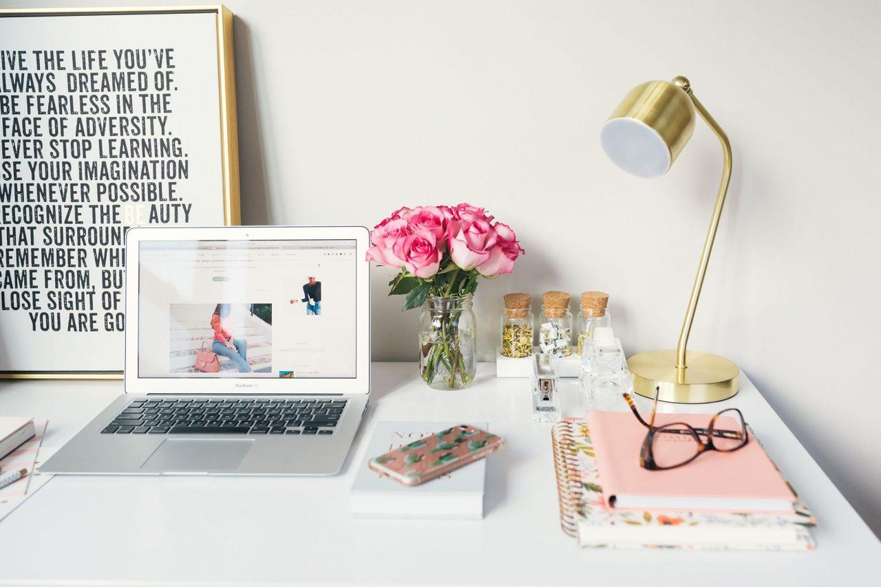 pracovný stôl, home office