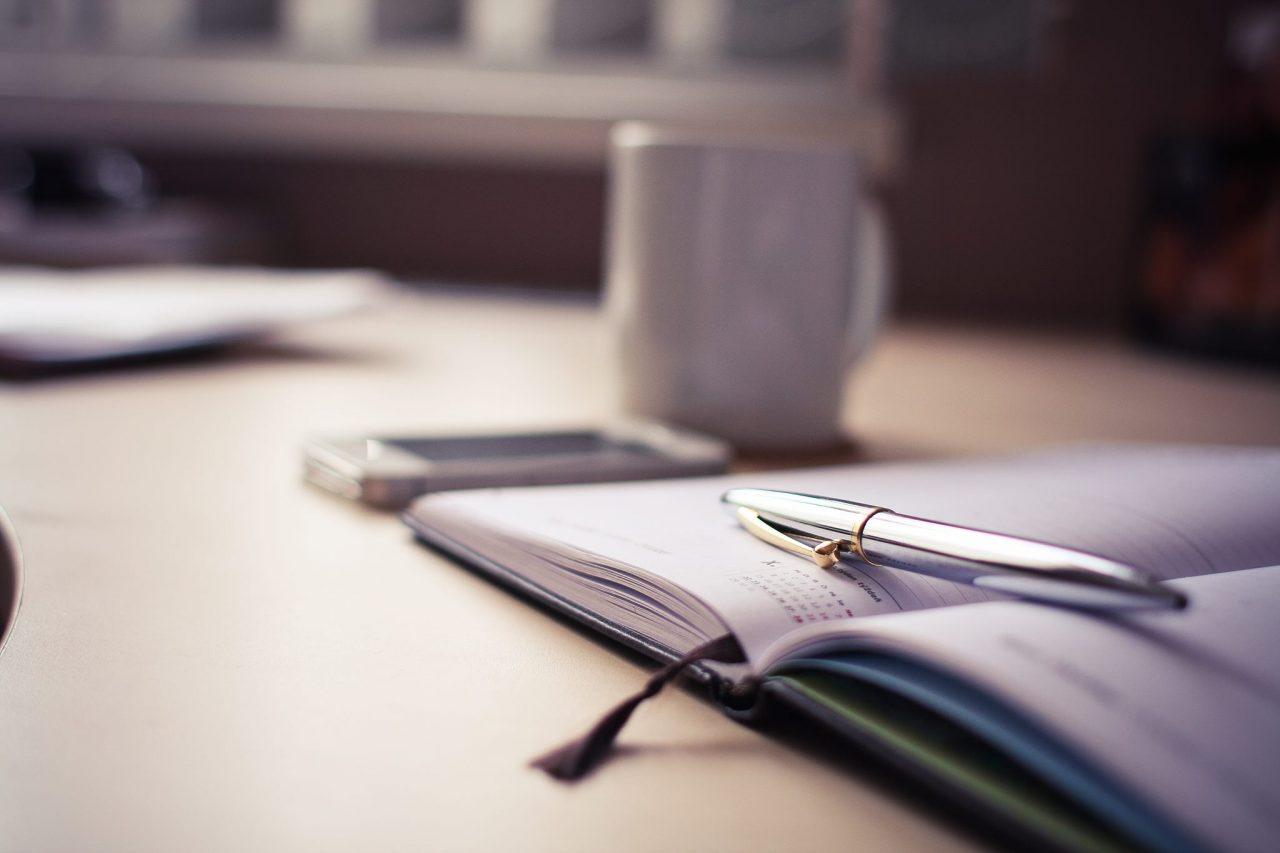 kniha, písať knihu, list strany, pero a papier
