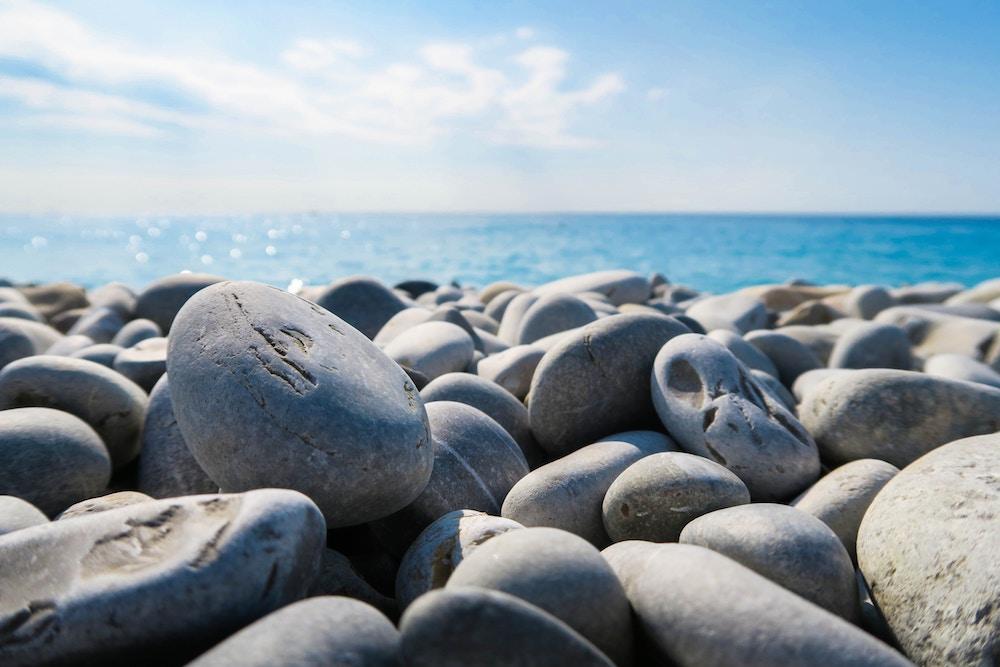 more, meditacia, myslienky, kamene