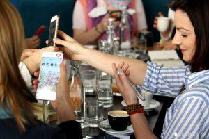 networking ženy telefóny
