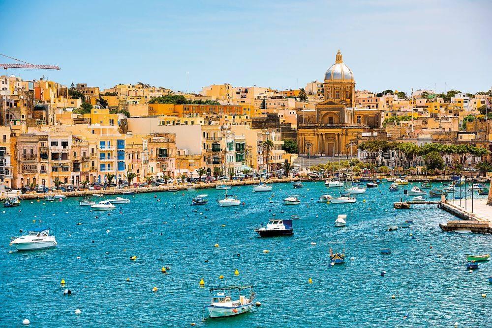 Akčné ženy na Malte, Akčné ženy cestujú