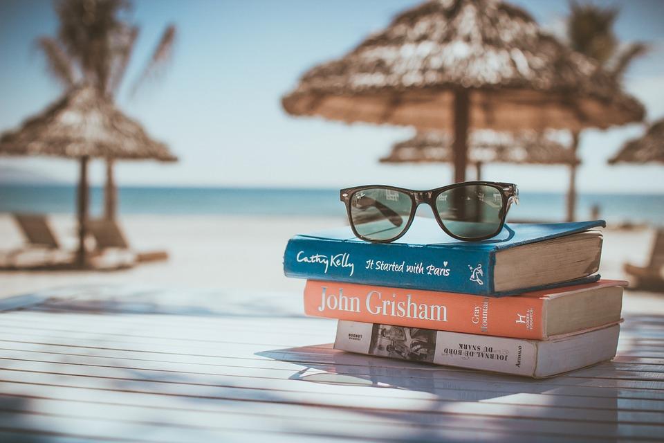 dovolenka, okuliare, knihy