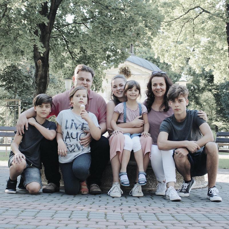 mama 8 deti, imani, rodina